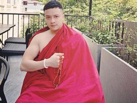 Cao Thái Sơn gây sốc với hình ảnh mặc áo tu, cư dân mạng nghi ngờ nam ca sĩ lại gây chiêu trò mới