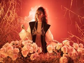 Mặc MV bị tranh cãi về tôn giáo, album của Bích Phương vẫn chễm chệ ngôi vương BXH iTunes Việt Nam