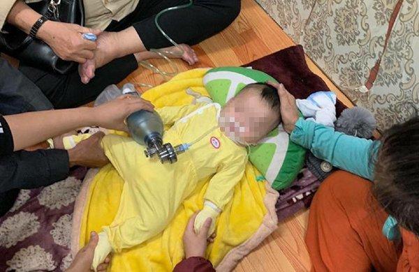 Bố mẹ đau đớn kể lại phút bé trai 4 tháng ở Hà Nội tử vong do ngủ bị đè-1