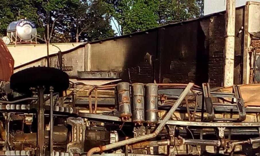 Xe bồn chở xăng gây cháy cả khu phố, 6 người chết-8
