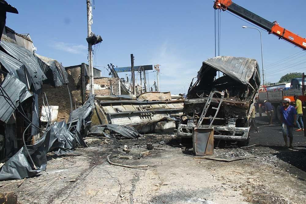 Hiện trường vụ cháy xe bồn chở xăng 6 người chết: Mọi thứ đều biến dạng-7