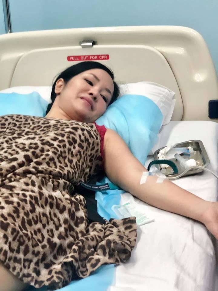 Giữa ồn ào tan vỡ hôn nhân vì người thứ 3, Diva Hồng Nhung lại nhập viện tay chằng chịt kim truyền-2