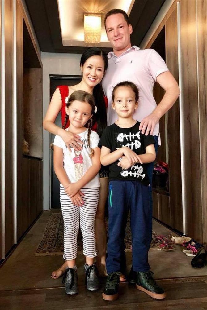 Giữa ồn ào tan vỡ hôn nhân vì người thứ 3, Diva Hồng Nhung lại nhập viện tay chằng chịt kim truyền-1