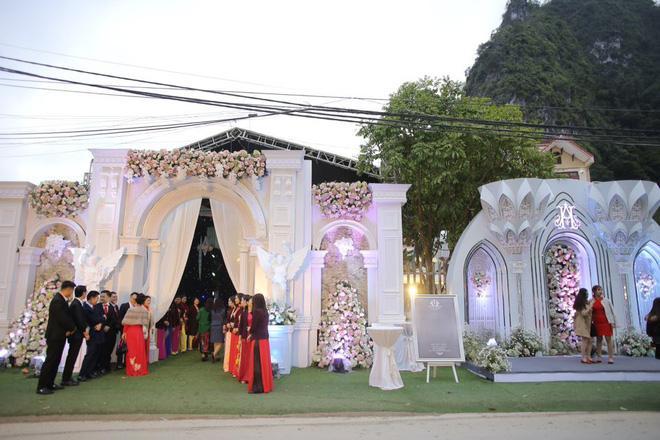 Xuýt xoa với hình ảnh vàng đeo trĩu cổ của cô dâu trong đám cưới khủng ở Cao Bằng-9