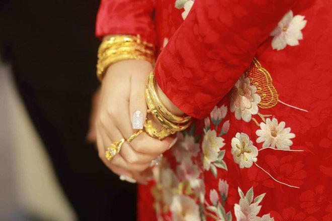 Xuýt xoa với hình ảnh vàng đeo trĩu cổ của cô dâu trong đám cưới khủng ở Cao Bằng-7