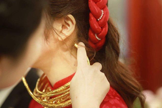 Xuýt xoa với hình ảnh vàng đeo trĩu cổ của cô dâu trong đám cưới khủng ở Cao Bằng-8