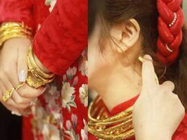 Xuýt xoa với hình ảnh vàng đeo trĩu cổ của cô dâu trong đám cưới khủng ở Cao Bằng