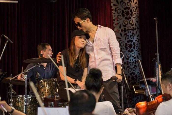 Mỹ Tâm - Hà Anh Tuấn ôm nhau tình tứ trong hậu trường: Fan đẩy thuyền đi thôi, còn chờ gì nữa!-2