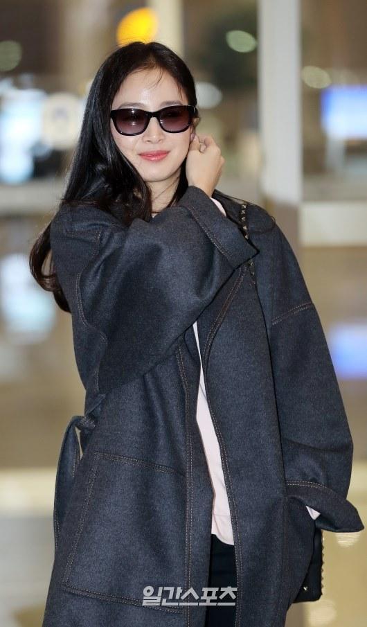 U40 Kim Tae Hee sở hữu làn da mịn màng khiến thiếu nữ phát ghen-4