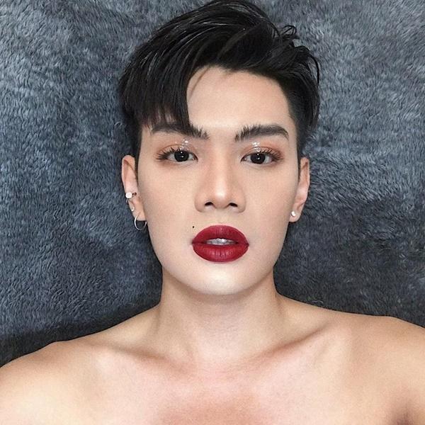 Nhưng sự thật là đã nhầm to rồi, chính chủ của cặp môi sexy kia là Đào Bá Lộc.