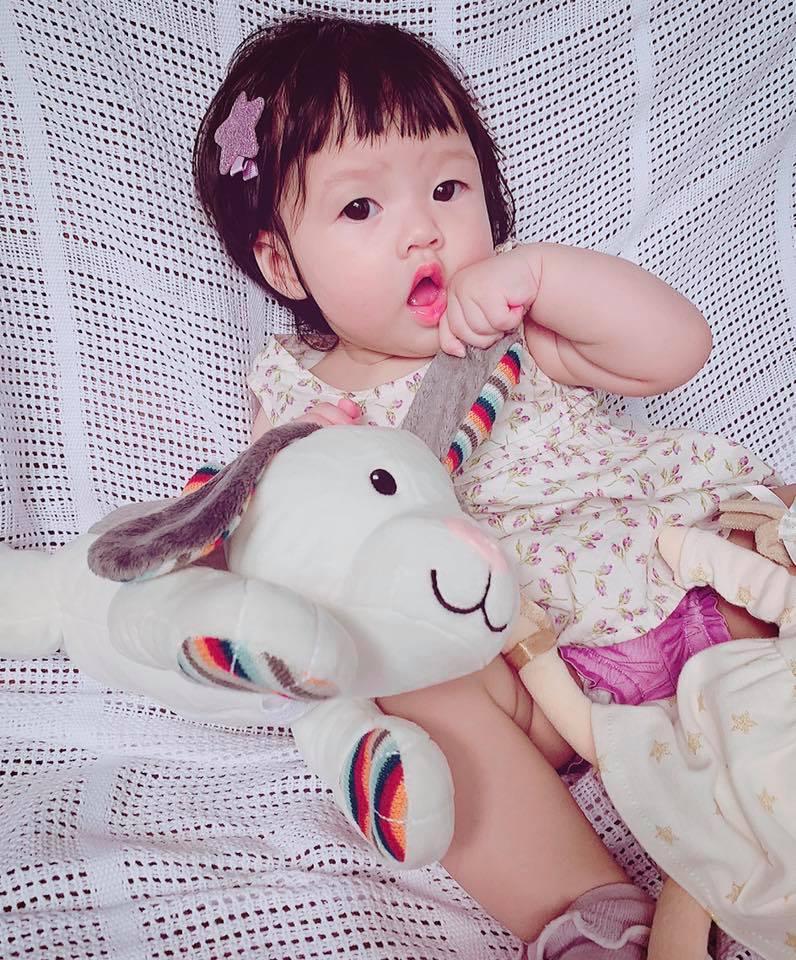 Mới 8 tháng tuổi, ái nữ nhà Đặng Thu Thảo đã điệu ơi là điệu khiến bà mẹ hoa hậu còn phải giật mình-3