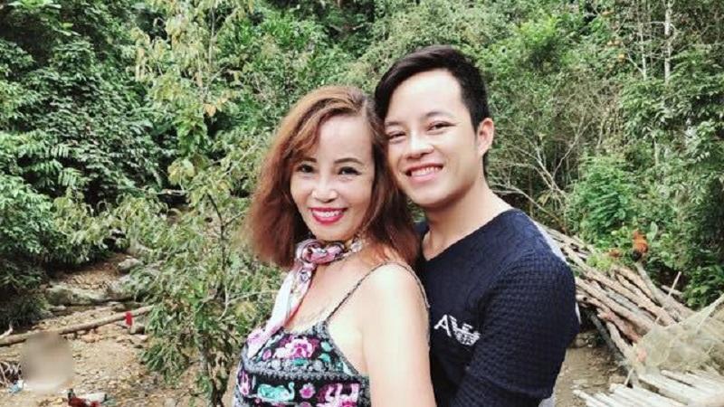 Hết khoe ngực lại đến hở đùi, cô dâu 61 tuổi ở Cao Bằng gây ngán ngẩm vì thời trang phang tuổi tác-1