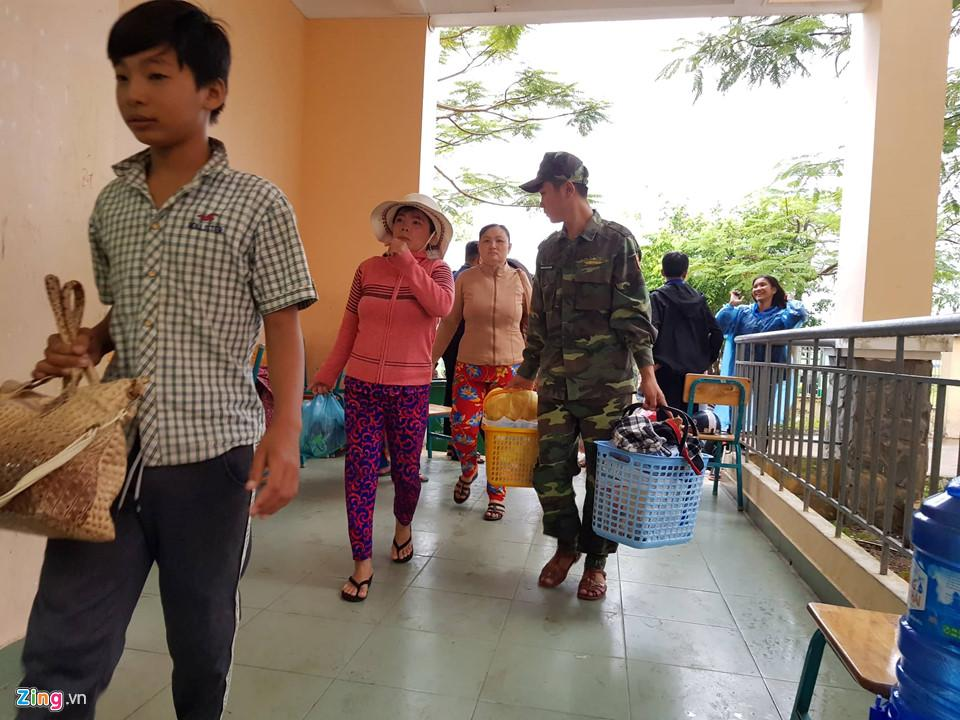 Cần Giờ mưa lớn, hơn 4.000 người dân đã tới nơi tránh bão-4