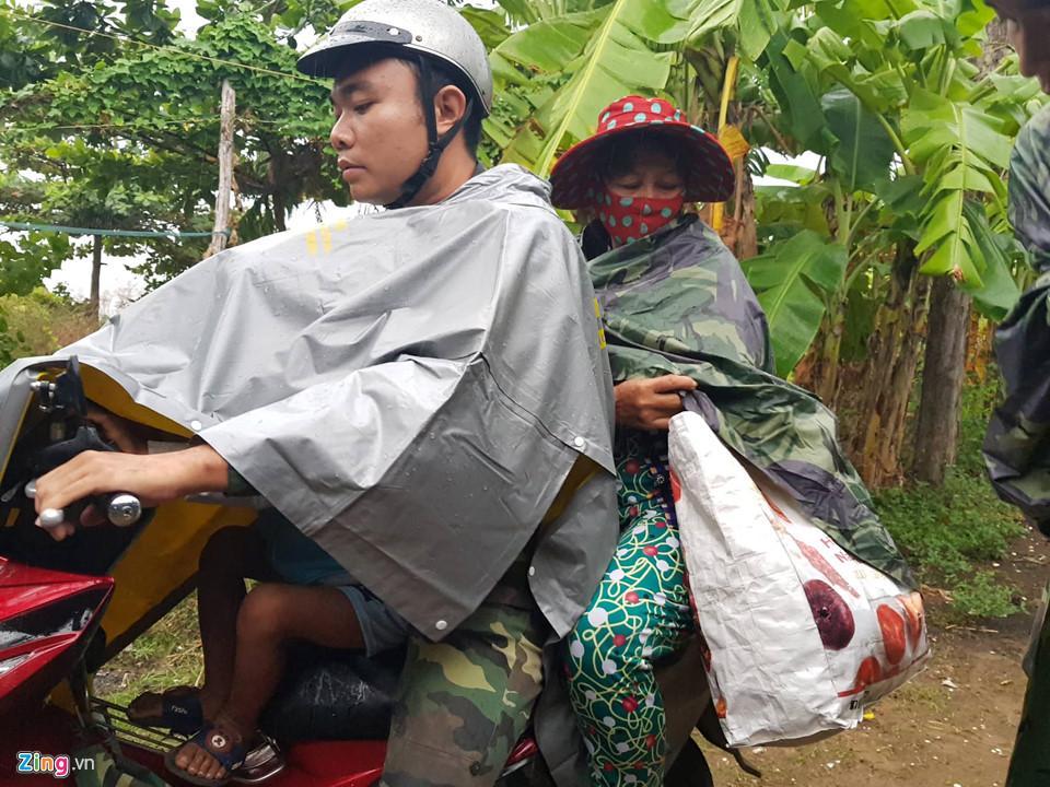 Cần Giờ mưa lớn, hơn 4.000 người dân đã tới nơi tránh bão-5