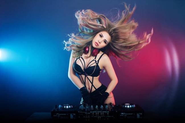 Nữ DJ An Giang chụp ảnh nude với Hồ Quang Hiếu và cuộc sống sang chảnh ở Mỹ-4