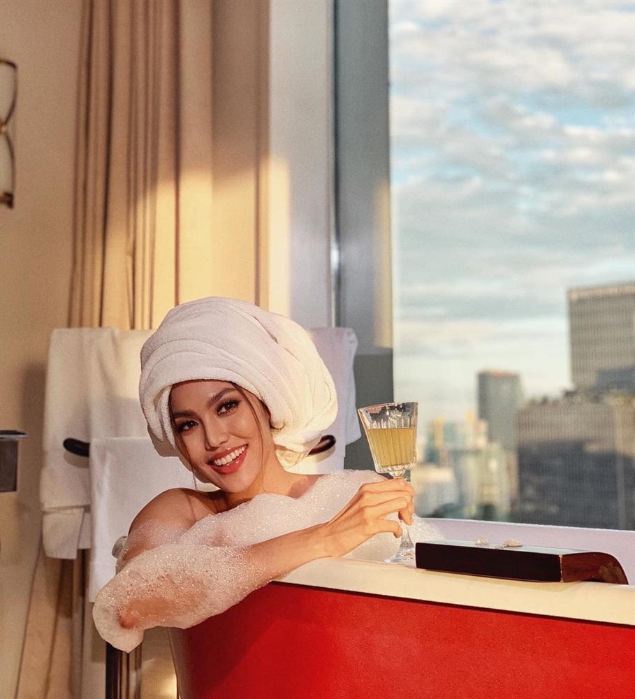 1001 kiểu khoe tắm bồn của các mỹ nhân Việt: người vẫn mặc nguyên đồ, kẻ cởi hết cho biết thế nào là sexy-10