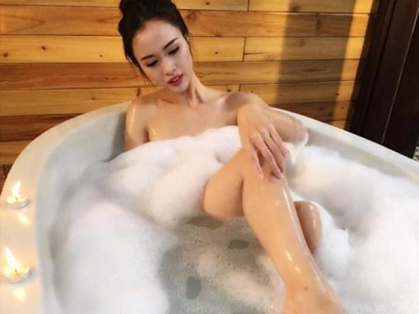 1001 kiểu khoe tắm bồn của các mỹ nhân Việt: người vẫn mặc nguyên đồ, kẻ cởi hết cho biết thế nào là sexy-12