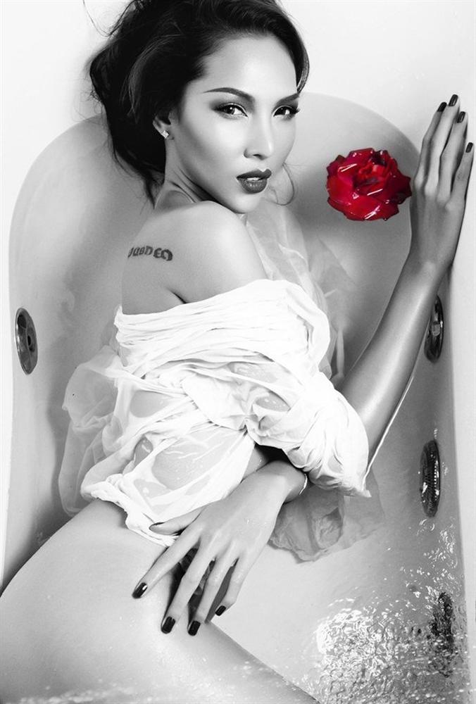 1001 kiểu khoe tắm bồn của các mỹ nhân Việt: người vẫn mặc nguyên đồ, kẻ cởi hết cho biết thế nào là sexy-7