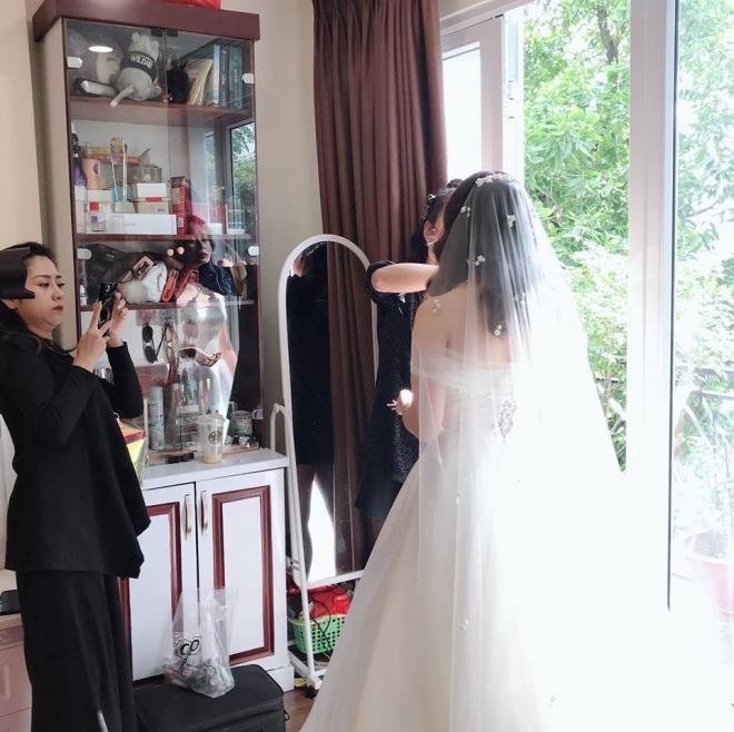 Vượt mặt anh là cơ trưởng điển trai, con gái út xinh đẹp của nghệ sĩ Hương Dung lấy chồng ở tuổi 24-9