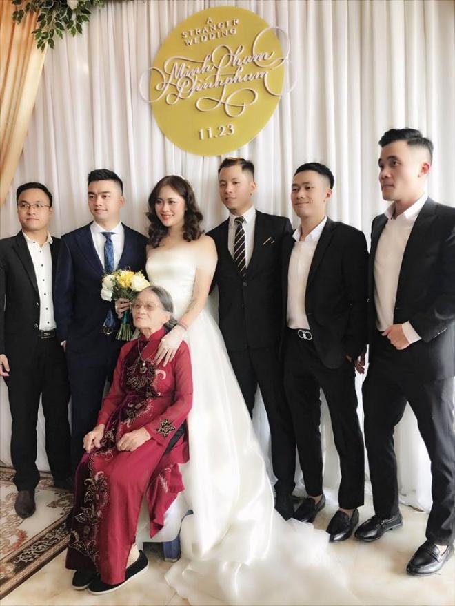 Vượt mặt anh là cơ trưởng điển trai, con gái út xinh đẹp của nghệ sĩ Hương Dung lấy chồng ở tuổi 24-10