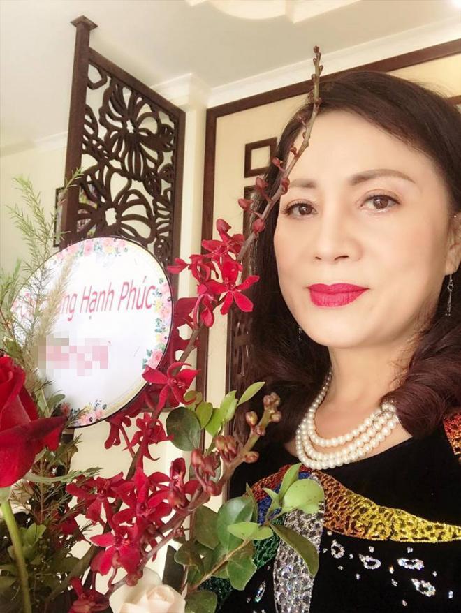 Vượt mặt anh là cơ trưởng điển trai, con gái út xinh đẹp của nghệ sĩ Hương Dung lấy chồng ở tuổi 24-4