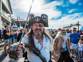 Hóa thân thành cướp biển vùng Carribean ở quần đảo Cayman