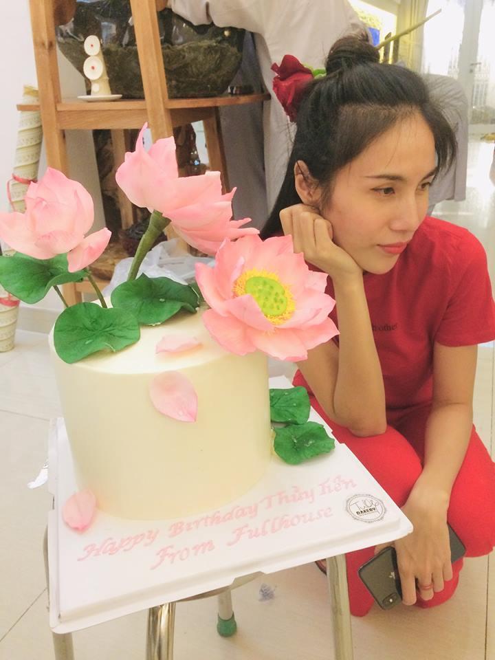 Fan xuýt xoa trước hình ảnh Thủy Tiên chân chất, mặt mộc không tì vết đón sinh nhật tuổi 33-2