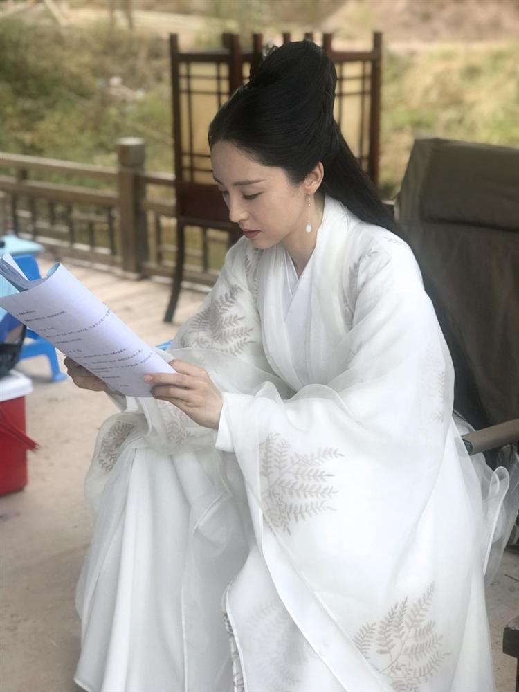 Cao Vân Tường tiều tụy vì hầu tòa án cưỡng dâm, bà xã Đổng Tuyền vẫn vui vẻ check-in du lịch-8