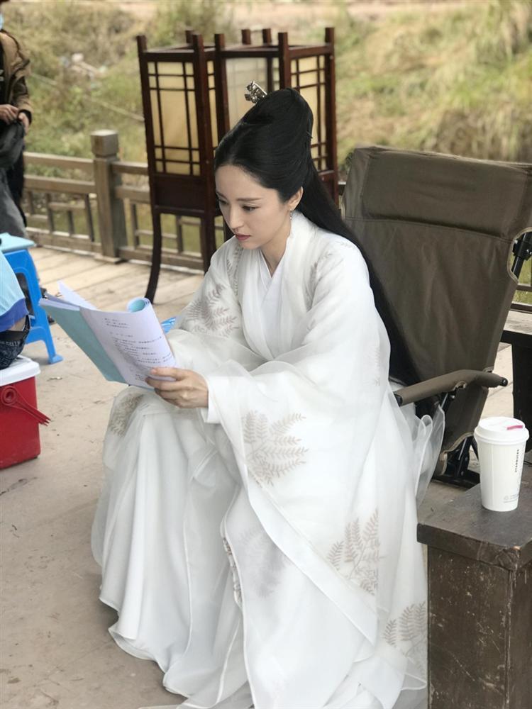 Cao Vân Tường tiều tụy vì hầu tòa án cưỡng dâm, bà xã Đổng Tuyền vẫn vui vẻ check-in du lịch-9