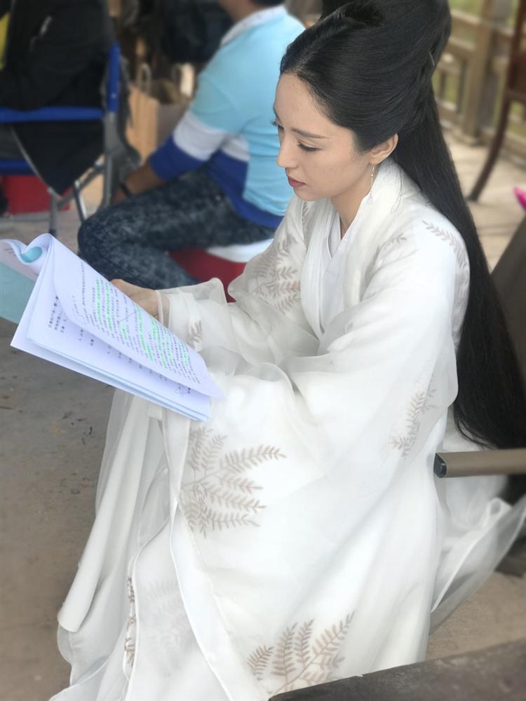 Cao Vân Tường tiều tụy vì hầu tòa án cưỡng dâm, bà xã Đổng Tuyền vẫn vui vẻ check-in du lịch-10