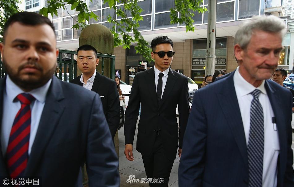 Cao Vân Tường tiều tụy vì hầu tòa án cưỡng dâm, bà xã Đổng Tuyền vẫn vui vẻ check-in du lịch-6