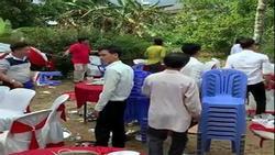 Quan khách bỏ chạy khi rạp cưới ở Bình Thuận bị gió bão quật đổ