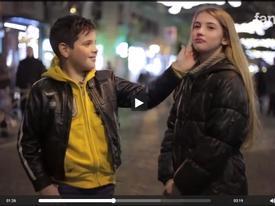 Clip 40 triệu lượt xem: Phản ứng bất ngờ của các nam sinh khi bị đề nghị tát bạn