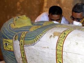 Ai Cập mở nắp quan tài chứa xác ướp người phụ nữ còn nguyên vẹn suốt 3.000 năm