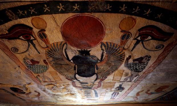 Ai Cập mở nắp quan tài chứa xác ướp người phụ nữ còn nguyên vẹn suốt 3.000 năm-3