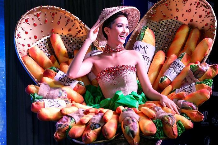 HHen Niê mang Bánh mì dự thi Miss Universe, Hoàng Thùy sẵn sàng Cafe phin sữa đá cho đủ combo ăn sáng-10