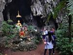 Tàu lửa Việt Nam được du khách thích thú check-in trên đường ray-9