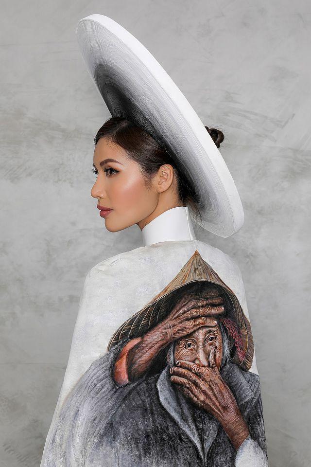 Quốc phục nụ cười Việt đẹp nhất thế giới của Minh Tú từng được Trương Thị May trình diễn và bị chê thê thảm vì họa mặt hết vía-4