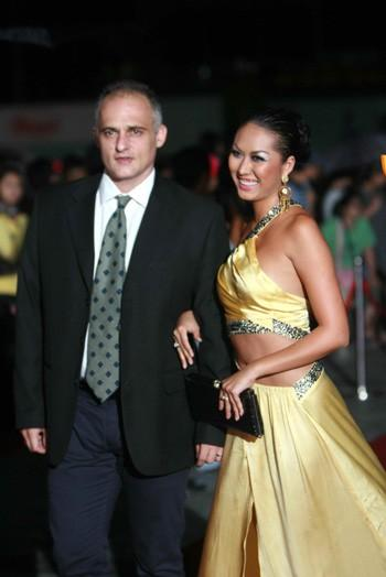 Sao Việt lấy chồng Tây: Sớm nở tối tàn?-4