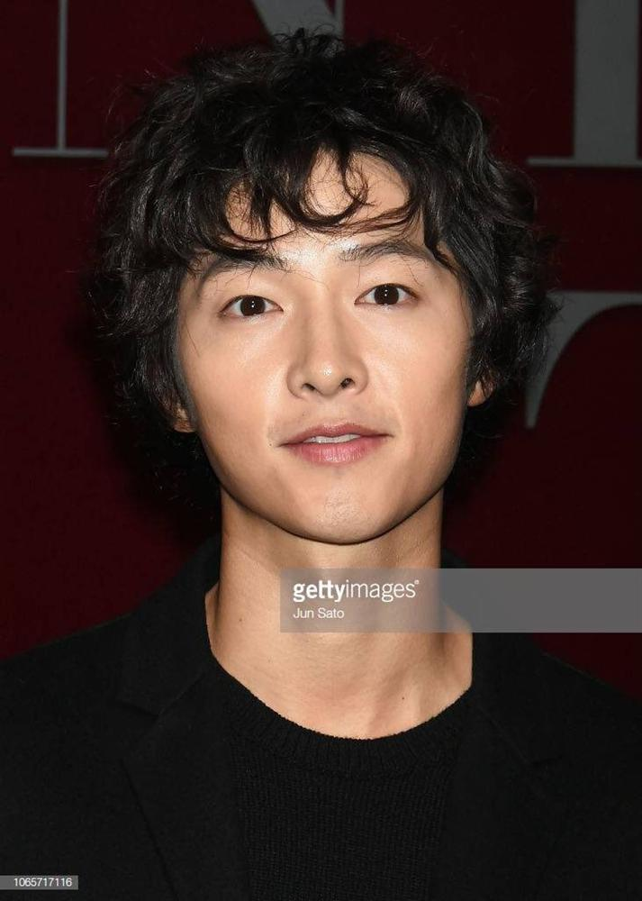 Song Joong Ki mặt gầy vêu, má tóp khi để kiểu tóc xù mì style bà thím giống Sơn Tùng M-TP, Tiên Tiên-7