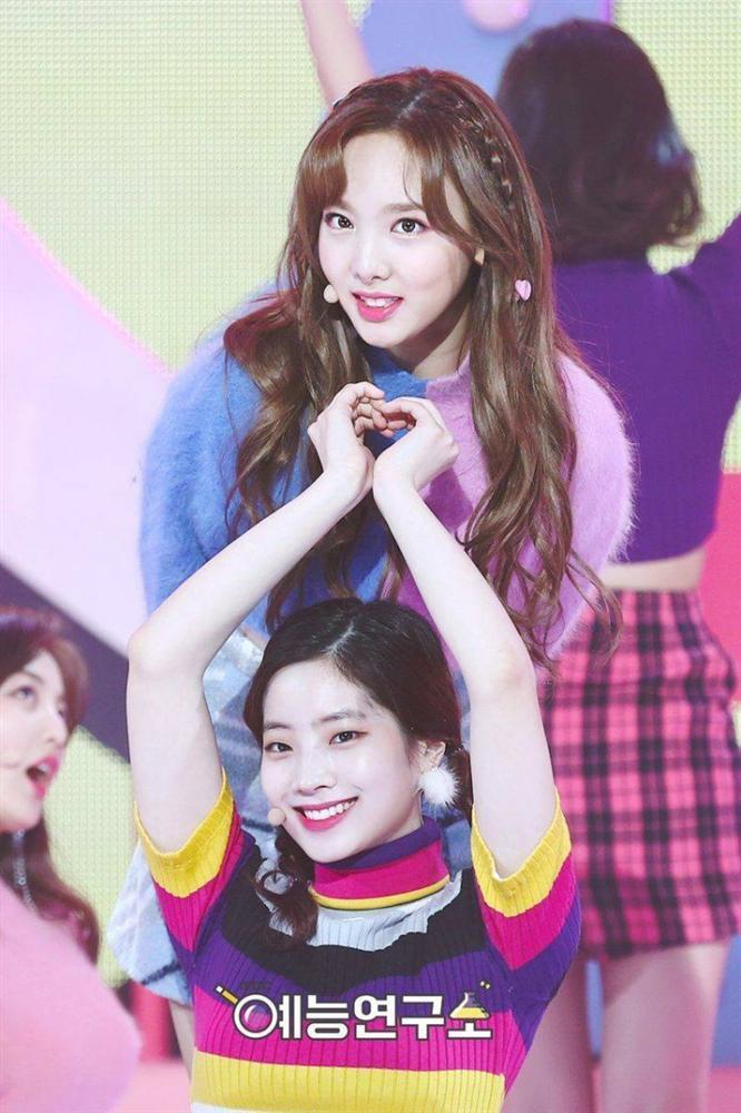 Rộ nghi vấn về mối quan hệ bất hòa giữa 2 thành viên Nayeon - Dahyun (TWICE)-1