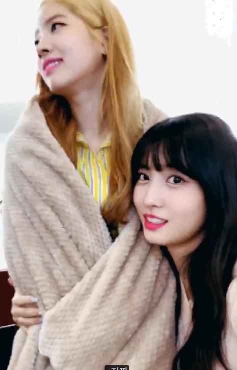 Rộ nghi vấn về mối quan hệ bất hòa giữa 2 thành viên Nayeon - Dahyun (TWICE)-2