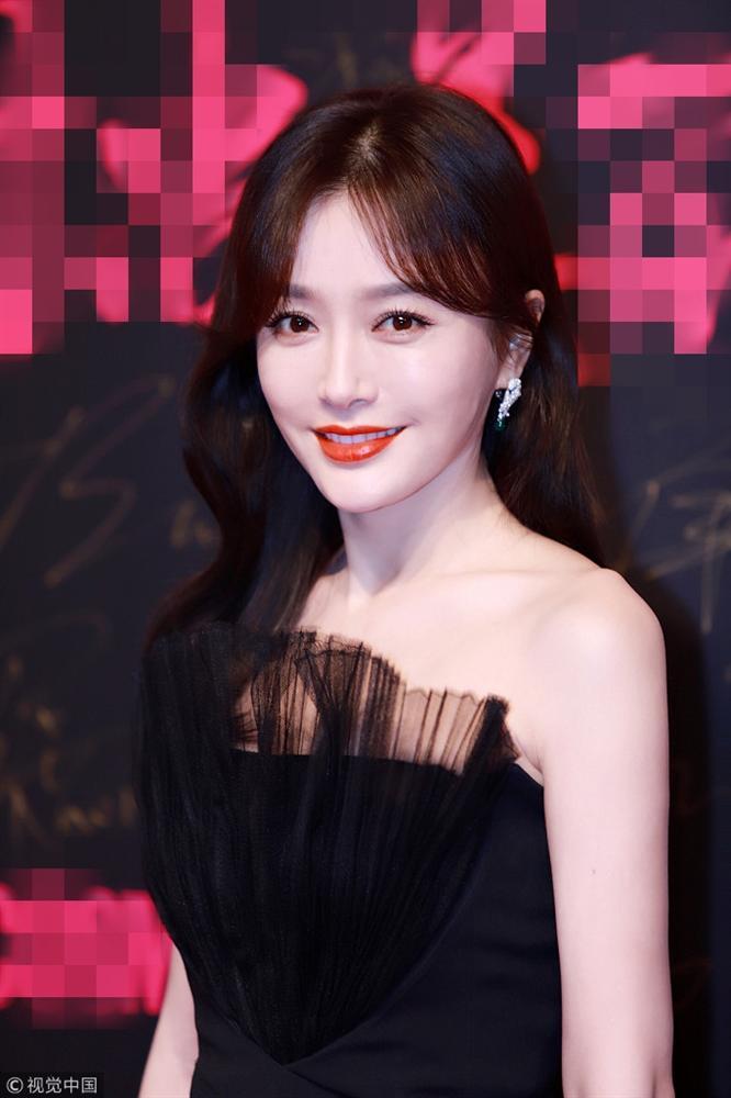 Thảm đỏ Cosmo: Hoàng hậu Tần Lam đẹp nổi bật, làm lu mờ loạt mỹ nhân từ Dương Mịch đến Đường Yên-2