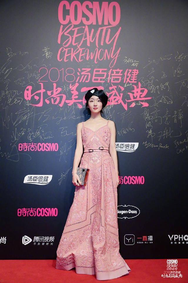 Thảm đỏ Cosmo: Hoàng hậu Tần Lam đẹp nổi bật, làm lu mờ loạt mỹ nhân từ Dương Mịch đến Đường Yên-10