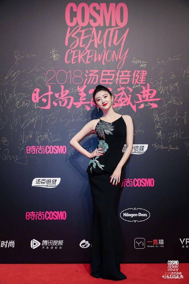 Thảm đỏ Cosmo: Hoàng hậu Tần Lam đẹp nổi bật, làm lu mờ loạt mỹ nhân từ Dương Mịch đến Đường Yên-11