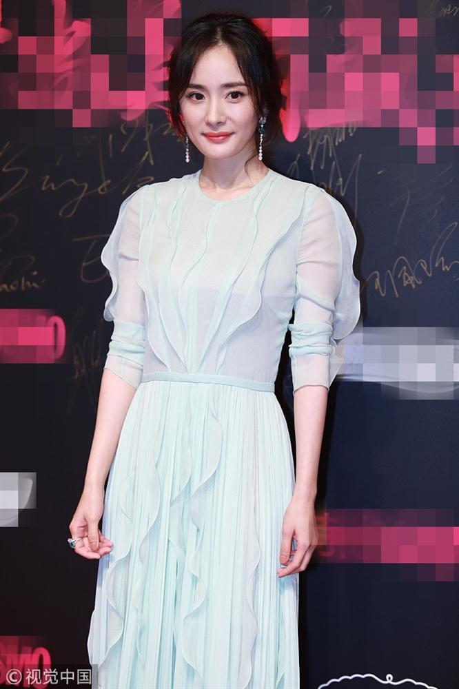 Thảm đỏ Cosmo: Hoàng hậu Tần Lam đẹp nổi bật, làm lu mờ loạt mỹ nhân từ Dương Mịch đến Đường Yên-4