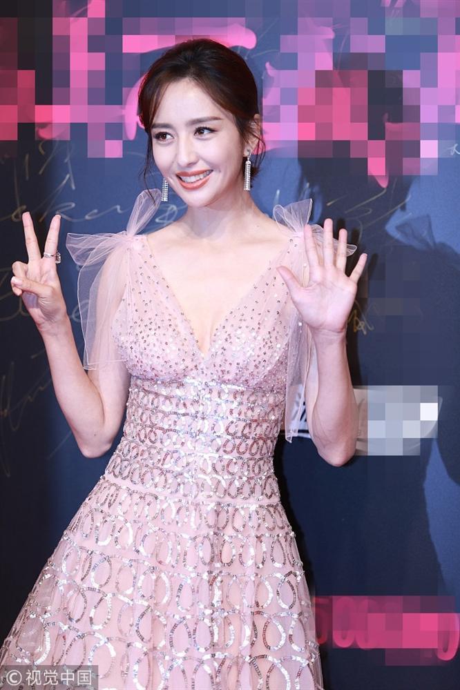 Thảm đỏ Cosmo: Hoàng hậu Tần Lam đẹp nổi bật, làm lu mờ loạt mỹ nhân từ Dương Mịch đến Đường Yên-21