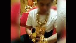 Xôn xao hình ảnh người đàn ông đeo nhiều vàng nhất Việt Nam vừa tậu thêm 4kg vàng nữa chỉ vì sở thích