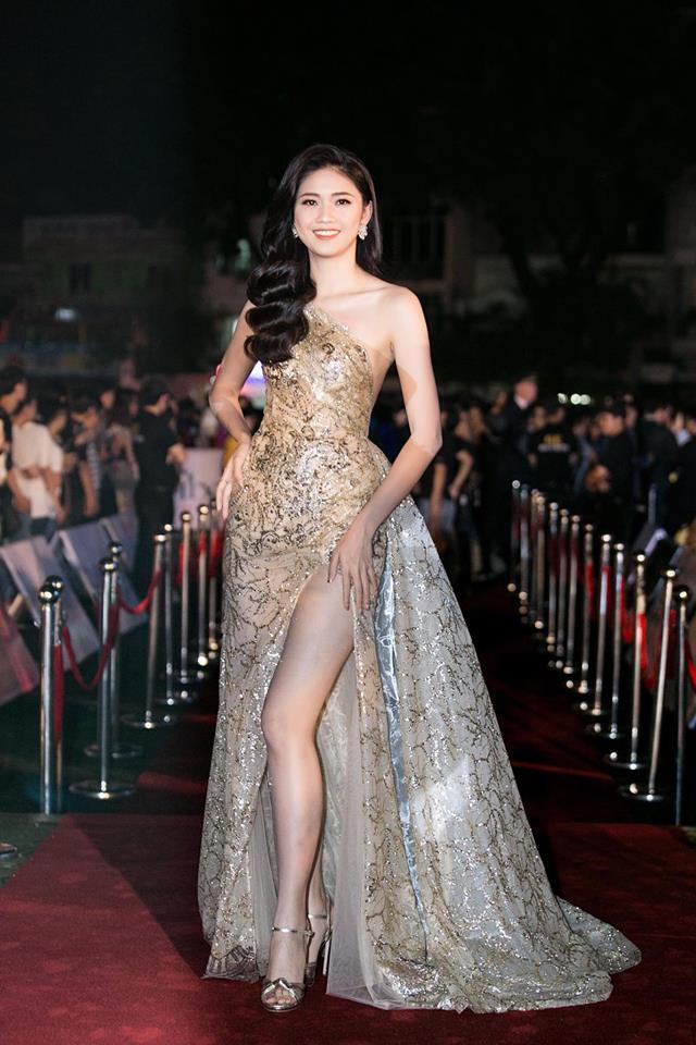 Váy cưới thì kín đáo thế thôi, bình thường á hậu Thanh Tú cực kỳ thích váy xẻ đùi cao tít tắp khoe đôi chân cực phẩm - ảnh 4