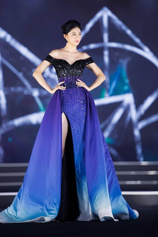 Váy cưới thì kín đáo thế thôi, bình thường á hậu Thanh Tú cực kỳ thích váy xẻ đùi cao tít tắp khoe đôi chân cực phẩm - ảnh 7